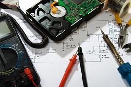 Empresa de electricidad y telecomunicaciones